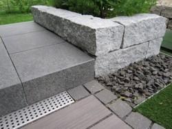 Mustergärten Heddesheim, Gartengestaltung, Garten- und Landschaftsbau Heddesheim, Granitmauer