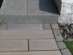 Gartengestaltung Heddesheim, Trockenmauern, Granit, Edelstahlrinne
