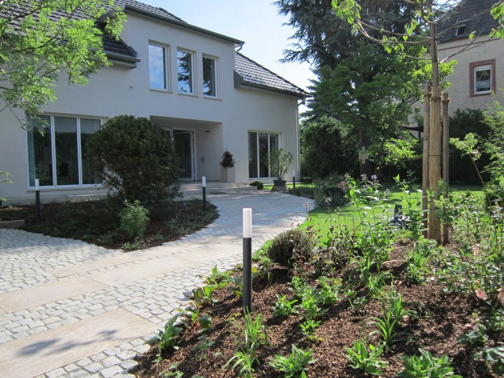 G rten klares design form garten fleckenstein gmbh for Gartengestaltung l form