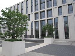 Gewerbliche Außenanlage Bepflanzung Gestaltung Eingang