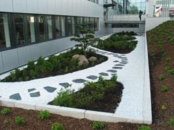 Gewerbliche Außenanlage Bepflanzung Gestaltung Innenhof