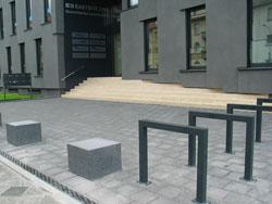 Gewerbliche Außenanlage Bepflanzung Gestaltung Fahrrad Eingang