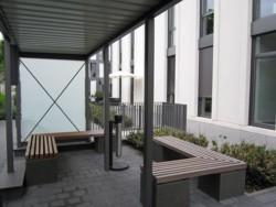Gewerbliche Außenanlage Bepflanzung Gestaltung Eingang Raucherecke