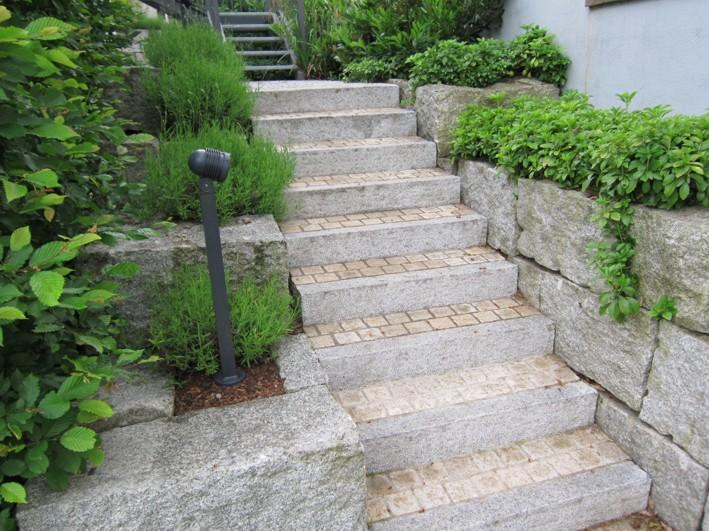 Treppe Naturstein Stellstufen Natursteinmauer