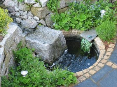Wasserspiel Naturstein Wasserlauf natürlich